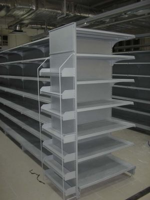 Tall gondola shelving unit with boltless racks attached to its end